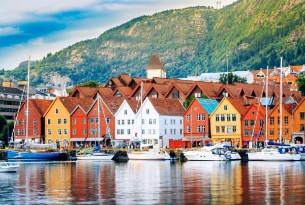 le-case-storiche-e-caratteristiche-di-bergen-norve-992